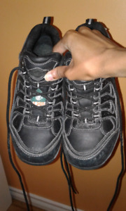 Safety shoes size 8-9 FREE