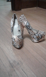 NEVER WORN TIGER PRINT HIGH HEELS