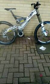 Gt DHI team edition mountin bike for sale