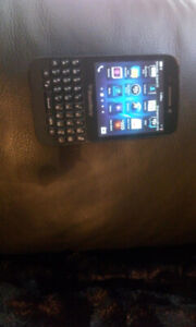 Great shape BlackBerry q5 unlocked / works with freedom
