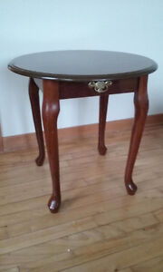 Litte Round Table / Petit Table Ronde