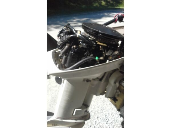 1986 Evinrude 15 hp -2 stroke in good condition