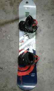 KIDS SNOWBOARD  AND  BOOTS SIZE 6