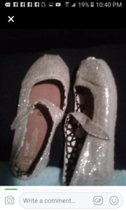 Toddler girls size 8 Toms Shoes