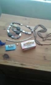 Assorted costume jewellery £2