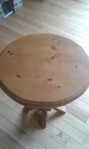 Sturdy Pine Wood Round Table 20x23