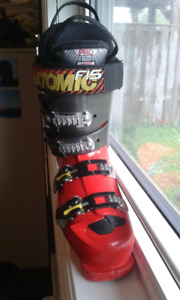 Downhill ski boots womens Atomic in size 9 (US) or 40 (EU)