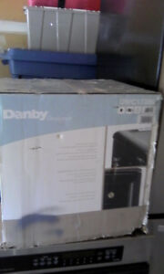 *NEW IN BOX*DANBY WINE COOLER FOR SALE--BEST OFFER