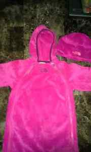 North Face Onsie Snowsuit Kingston Kingston Area image 1