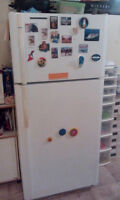 22 cubic ft White kenmore fridge Works great