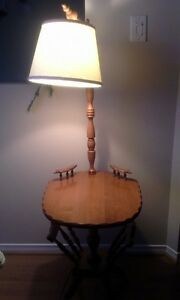 VINTAGE MAPLE END TABLE WITH LAMP