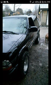 2005 Chevy Blazer 4x4  black new rims and tires no rust