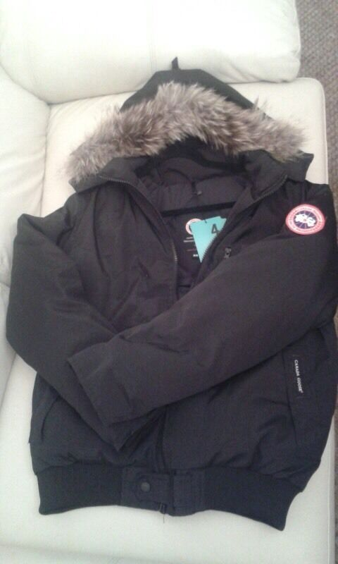 Canada Goose Jacket 110 Including M In Helmsley North