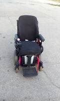 INNAVACARE ELECTRIC WHEEL CHAIR/CHARGER