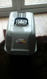 Cat litter tray with hood