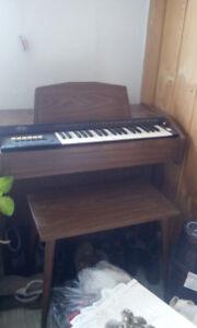 orgue et meuble avec machine a coudre