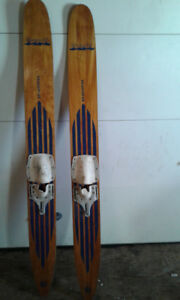 Skis nautiques vintages