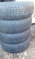 4 pneu hiver 175/65/r14 en tres bonne condition