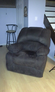 RECLINER CHAIR.....NEW PRICE!!!!!!!