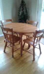 MOVING SOON! TABLE WITH LEAF AND 5 CHAIRS