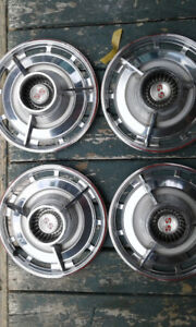 ASSORTED CLASSIC CAR HUBCAPS