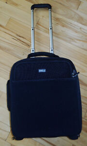 "Think Tank ""Airport Airstream"" rolling camera case (like new)"
