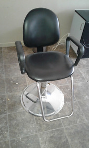Chaise style coiffeur ajustable