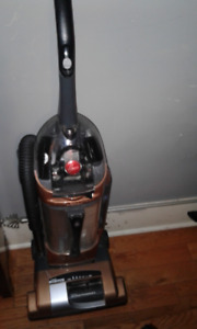 Vacuum Hoover Windtunnel $25. Firm