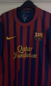 barcelona football top. suitable for teen / small adult. size small as new condition