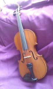 Violin, fairly old