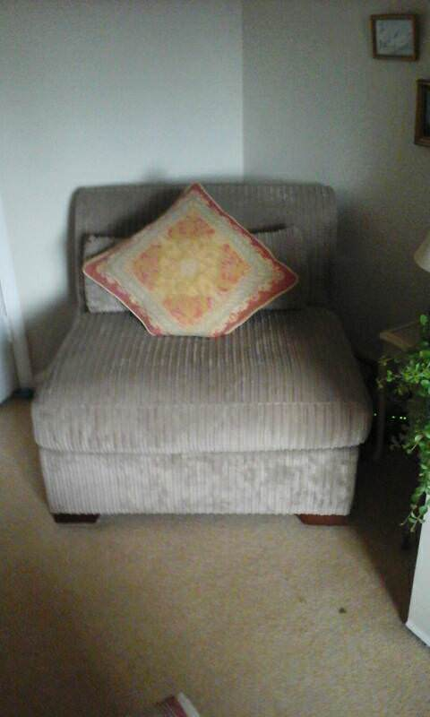Single bed/chair
