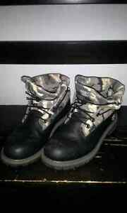 Mens Timberland Boots black/camo size 6.5