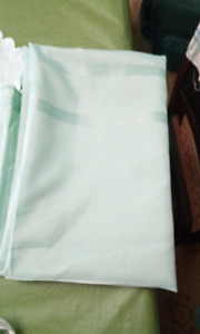 Table cloths and 10 square table cloths.