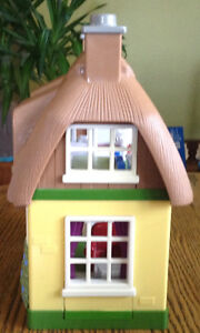 STEP 2 DOLLHOUSE WHIT SOUNDS MUSIC WHITH BUILT IN FURNITURE Gatineau Ottawa / Gatineau Area image 7