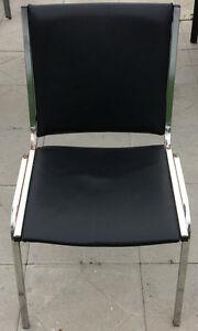 4 Chaises empilables, vinyle noir