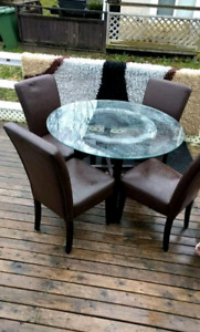 Kitchen Table and beautiful set of chairs