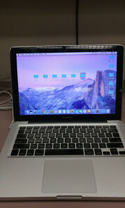 "Mid 2010 Macbook Pro 13"" //4GB RAM // 1000GB HD //OS sierra"