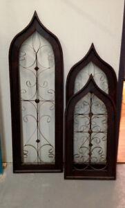 2 Fenêtres décorative avec motif en fer forgé