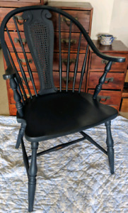 Antique Windsor Chair Continuous Bow
