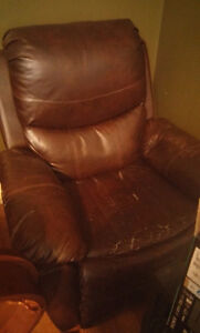 Brown Leather Electronic Recliner **COBOURG AREA** Peterborough Peterborough Area image 1