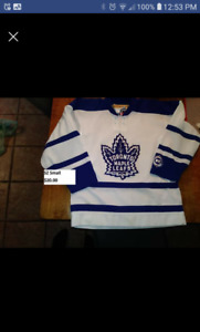 Toronto Maple Leafs youth sz small jersey