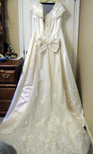 Stunning Michaelangelo Wedding Gown for Sale Peterborough Peterborough Area image 2