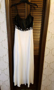 Selling 5 beautiful dresses!