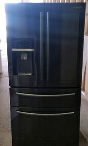 Samsung black stainless fridge only 2 weeks old