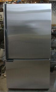 Réfrigérateur congélateur au bas à porte Whirlpool inox