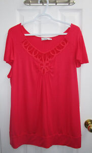 Ladies coral short sleeve top from Ricki's size XL *Never worn