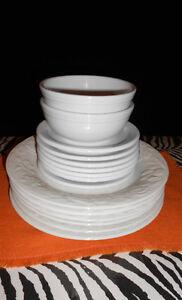 set de vaisselle blanc