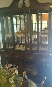 Dining room set: dining room table, 6 chairs and china cabinet