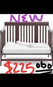 CRIB BRAND NEW TOP SAFETY FEATURES