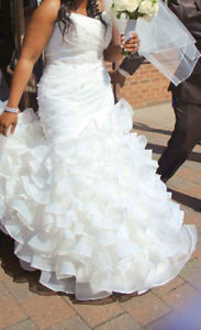 Gorgeous sweetheart wedding dress for sale